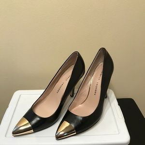 Chinese Laundry Black and Gold Toe Pump